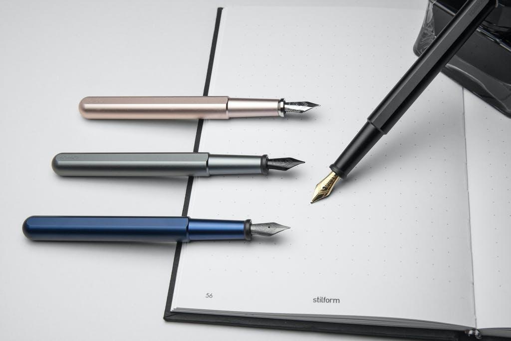 日常を贅沢に。滑らか上質な書き心地ブラックチタン万年筆|stilform INK